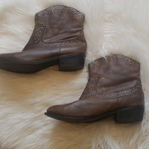 Brown Kenneth cole country love studded boots
